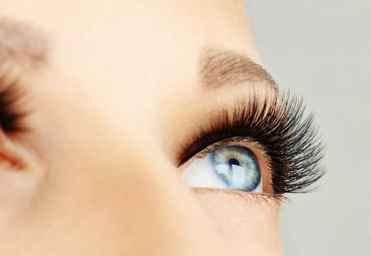 Lash lifting, eyelash extensions
